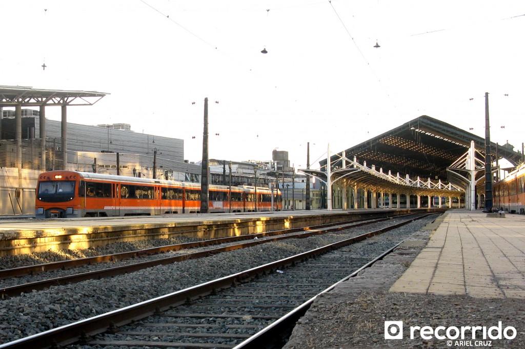Metrotren saliendo desde Estación Central - Marzo 2013