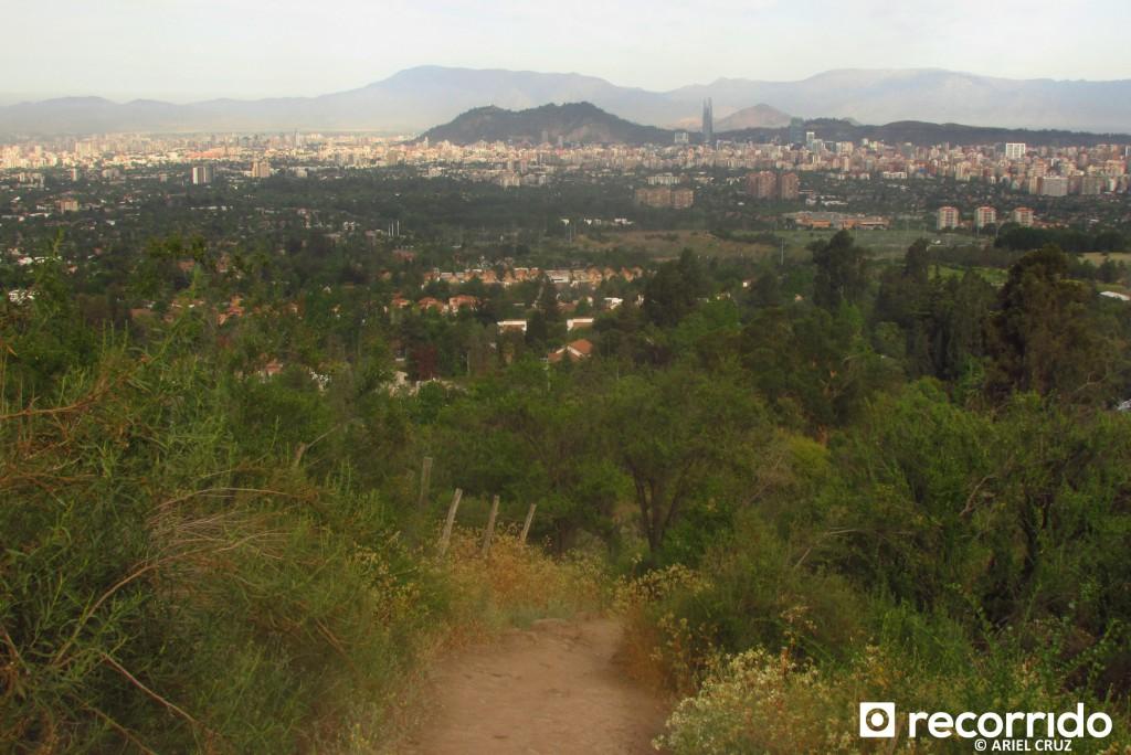 Vista hacia Santiago desde Sendero Los Peumos
