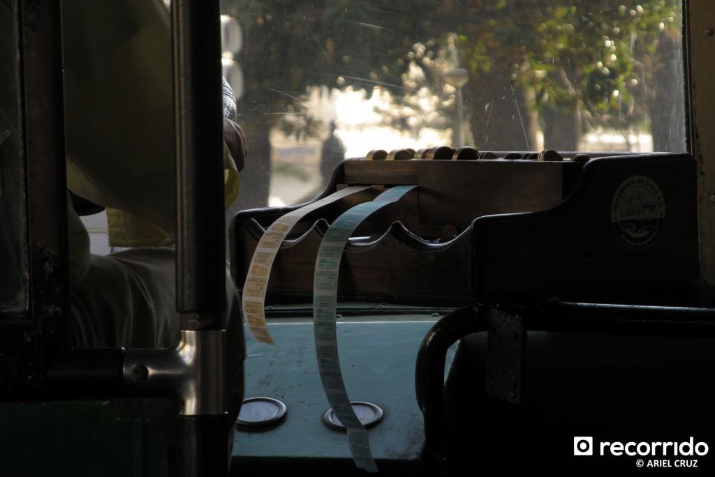 Pecera del conductor y boletos de trolebús - Interior Trolebús Nº814