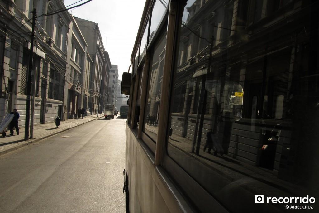 Trolebús Nº 814 andando por el centro de Valparaíso
