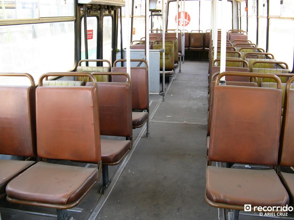 Interior de Micro Amarilla (Metalpar Petrohué 3 puertas, año 1995) - Diciembre 2009