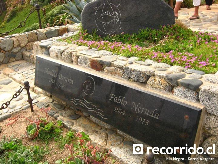 Tumbas de Pablo Neruda y Matilde Urrutia en Isla Negra