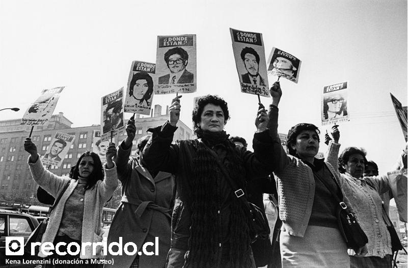 Kena Lorenzini - Manifestación - Dictadura - Pinochet - Museo - Memoria - Santiago - Donación