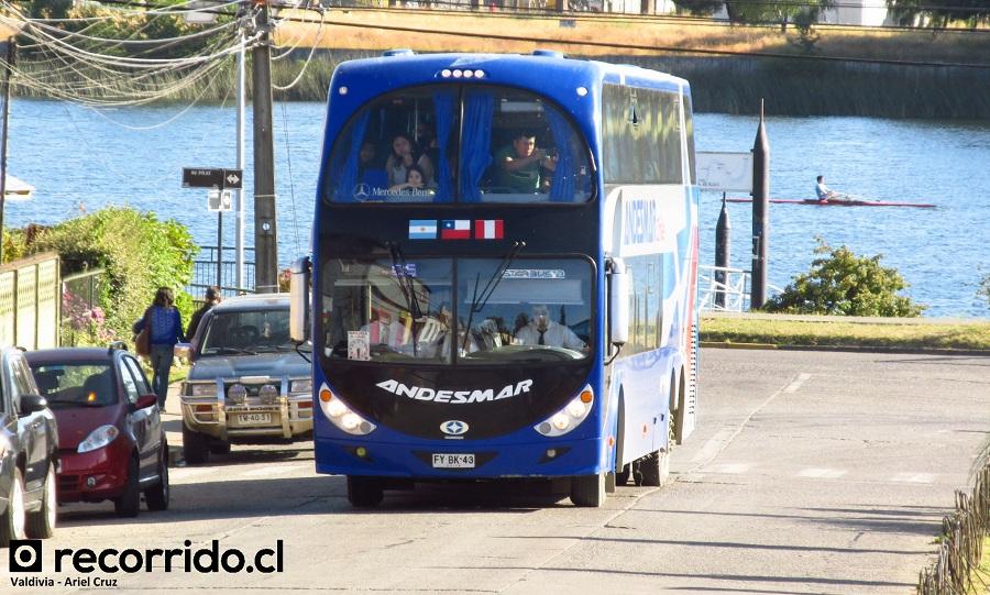 Bus de dos pisos de Andesmar Chile en Valdivia, destino final: Bariloche