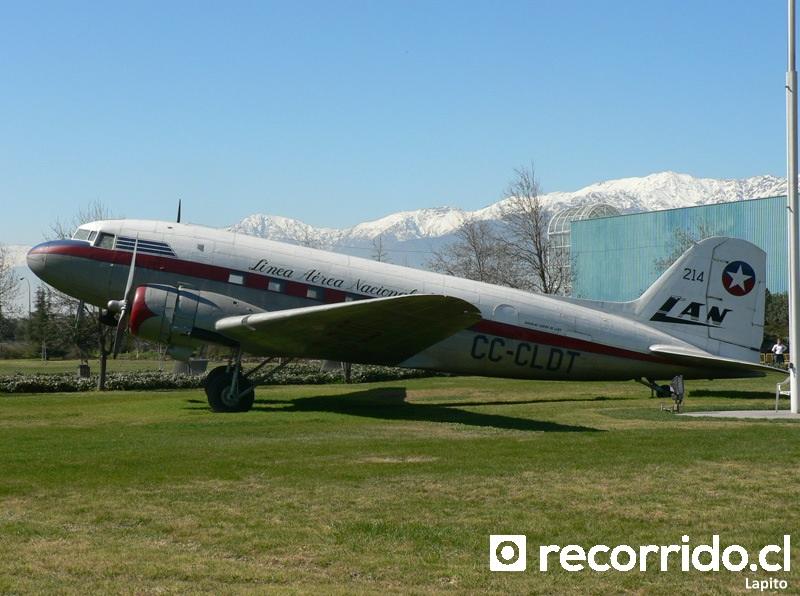 Avión Douglas DC3 en el Museo