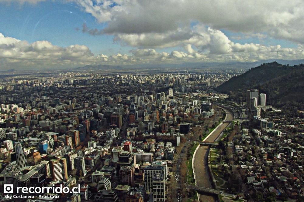costanera center sky - río mapocho - santiago - providencia - nubes